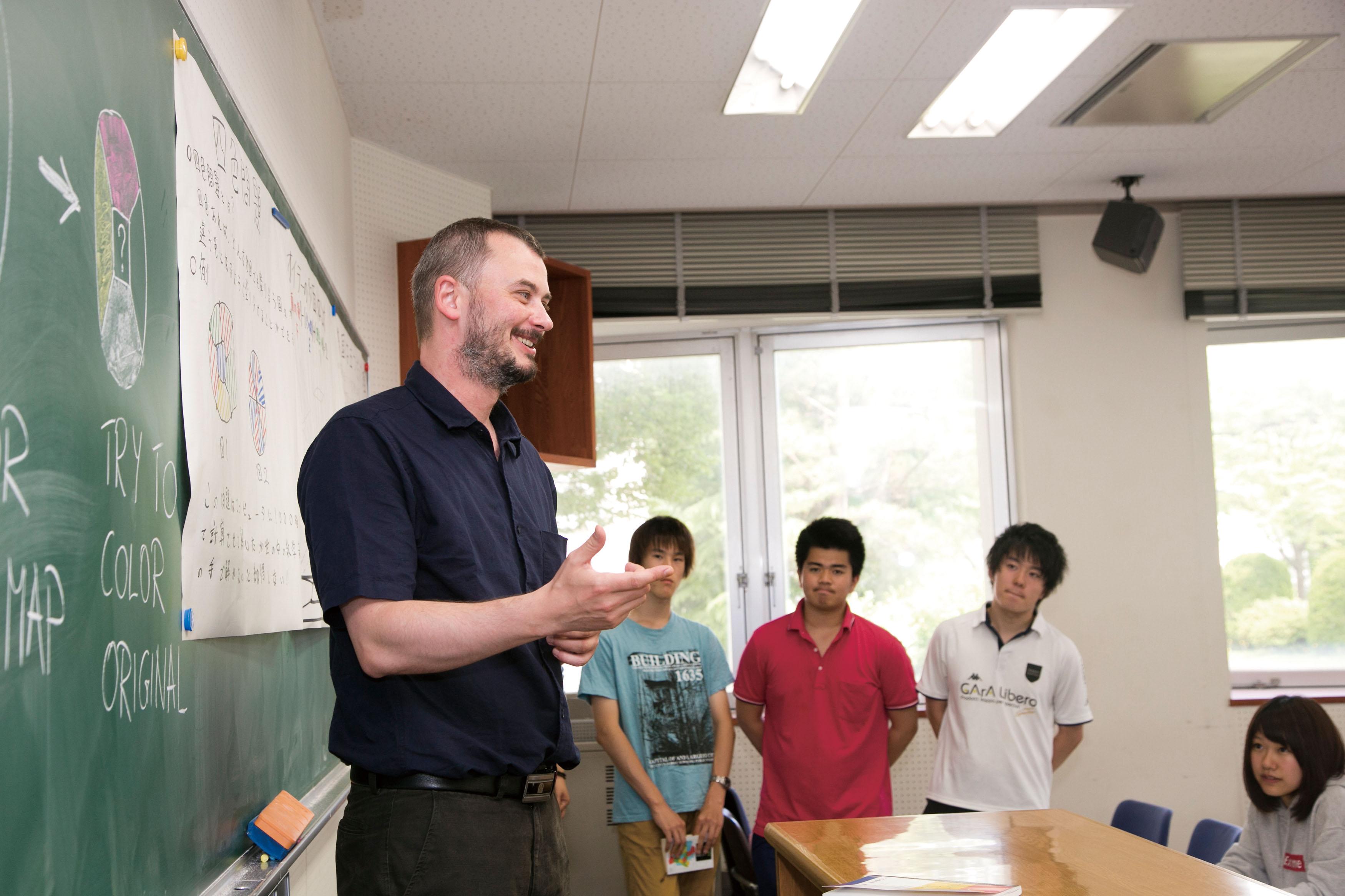外国人教員による理系英語授業